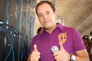 """André Valadão comenta preparativos para o álbum """"Fortaleza"""" e afirma: """"A perseguição contra a Igreja vai ser intensificada"""""""