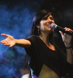 Fernanda Brum tem o perfil mais influente do Twitter entre os cantores gospel