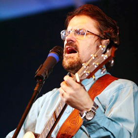 http://musica.gospelmais.com.br/files/2011/05/asaph-borba2.jpg
