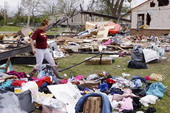 Tornado mata mais de 140 na cidade de Joplin, nos Estados Unidos