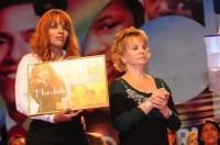 Flordelis recebe Disco de Ouro pelo CD Fogo & Unção