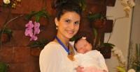 Aline Barros comemora Grammy e o primeiro mês de vida de sua filha, veja fotos