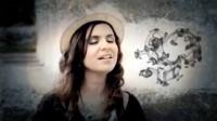 """Clipe """"Ressuscita-me"""", de Aline Barros, ultrapassa marca de 1,5 milhão de visualizações"""