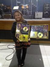 """Bruna Karla recebe certificação de Disco e DVD de Ouro por projetos """"Ao vivo"""" e """"Advogado Fiel"""""""