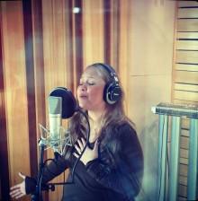 Bruna Karla inicia gravação das vozes de seu novo álbum
