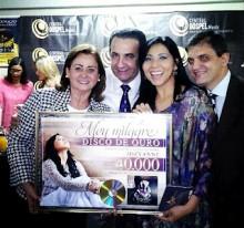 "Jozyanne recebe Disco de Ouro pelo álbum ""Meu Milagre"""