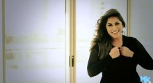 """""""Louve e Adore"""", de Michelle Nascimento, supera a marca de 600 mil visualizações no Youtube"""