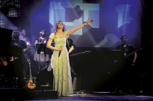 Elaine de Jesus anuncia gravação de novo DVD ao vivo