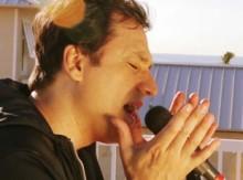 """Joe Vasconcelos lança vídeo clipe de sua música """"None Like You"""""""