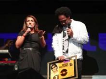 """Thalles recebe certificado de Disco de Ouro pelo CD """"Raízes 2"""""""