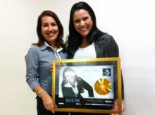"Dany Grace recebe Disco de Ouro pelo CD ""Dependente"""