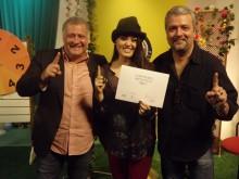 Finalista do Troféu Promessas, Hadassah Perez assina contrato com a UM Entretenimento